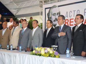 Leonel Fernández, recibe el apoyo de un grupo de exjefes de la Policía Nacional que respaldan sus aspiraciones presidenciales para los próximos comicios de 2020.