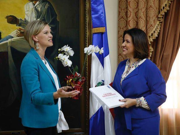 Vicepresidenta presenta programas sociales del Gobierno a nueva representante del PNUD