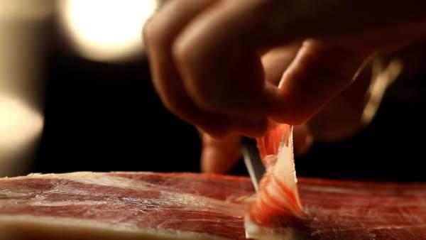 El jamón ibérico se corta a mano: la máquina modifica su naturaleza