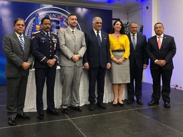Marino Collante, Gral. Aracenis Castillo, Stuart Andrew Johnson, Miguel Vargas, Annemieke Verrijp, Luis Ernesto Camilo y Alejandro Herrera.