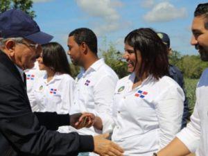 Danilo Medina reconoce y se reúne con agricultores y agroempresarios en La Vega.