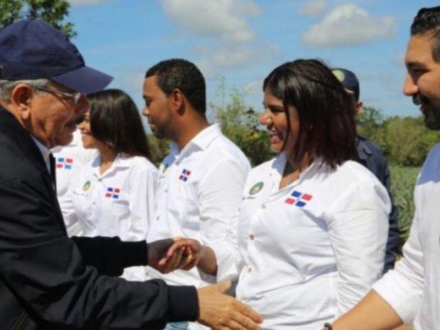Medina reconoce y se reúne con agricultores y agroempresarios en La Vega