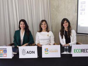 Karina Chez, Laura Rojas y Nathalie Uribe.
