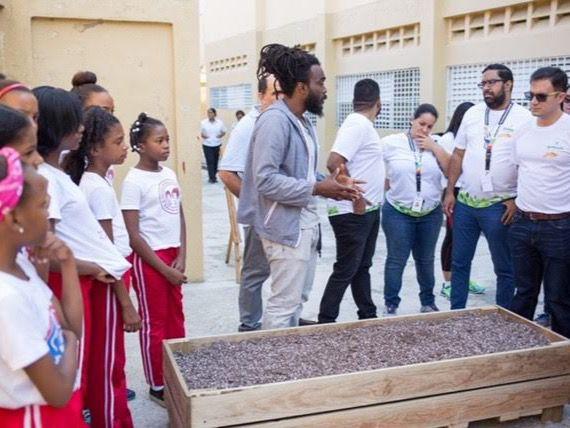 """el proyecto """"Sembrando ConCiencia"""" lleva a estudiantes conocimientos prácticos y teóricos sobre educación ambiental."""