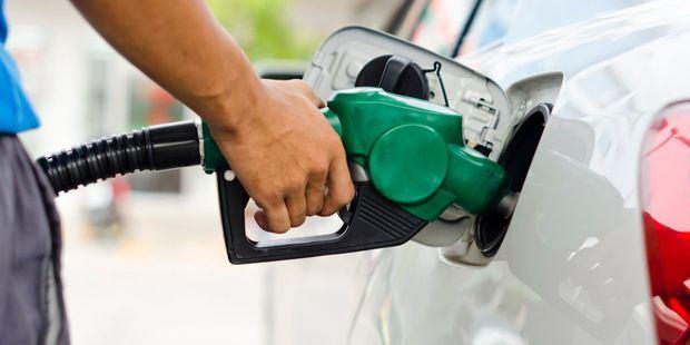 Precios de los combustibles bajarán a partir de este sábado