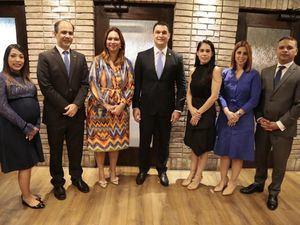 Natasha Paulino, Eric Ramos, Katty Cepeda, José Manuel Cuervo, Francina Marte, Marta Betances y Víctor García, miembros de la nueva Junta Directiva de la APB.