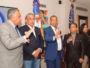 Presidente del COD juramenta nuevos directivos de la Unión Deportiva Dominicana en consulado.