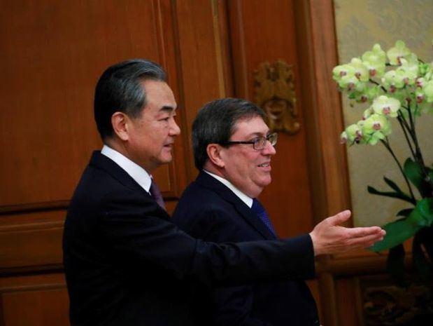 Presidente de la Conferencia Consultiva Política del Pueblo Chino, Wang Yang y ministro cubano de Relaciones Exteriores, Bruno Rodríguez.