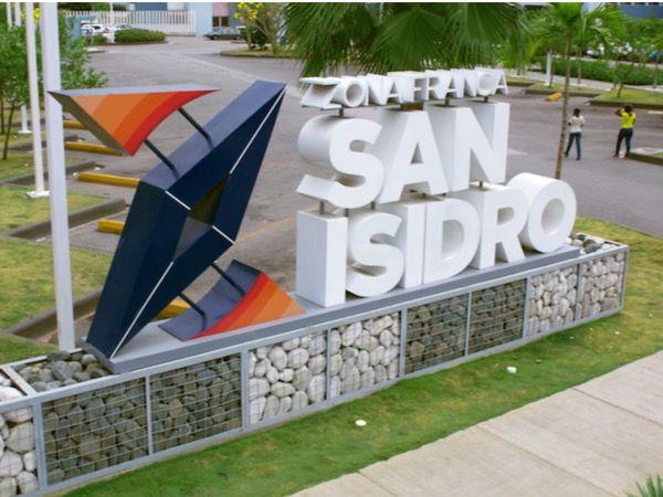 Medina acude a inauguración oficinas de empresa en Zona Franca de San Isidro