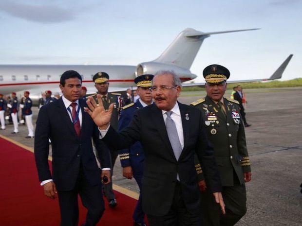 El presidente Danilo Medina durante su llegada al país, tras participar en la ceremonia de toma de posesión del presidente salvadoreño, Nayib Bukele.