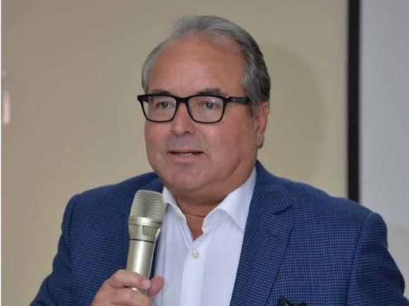 Emyl De Boyrie diserta ante los miembros de la Cámara de Comercio de Puerto Plata