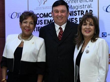 Olga de los Santos,  J. R. Román y Noris Sánchez.