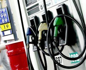 Precios de combustible caen.