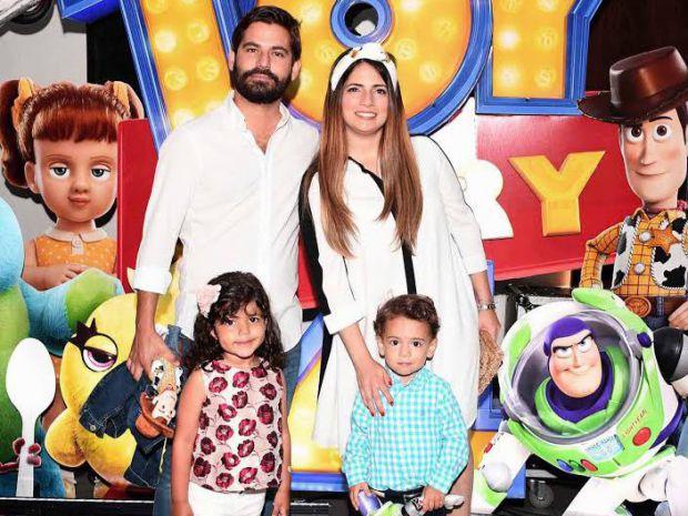 avier Batista, Nicole Rizik junto a los niños Javier N. Batista y Lucía Rodríguez.