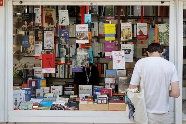 Hartos de pandemia, los lectores vuelven a la Feria de Madrid con hambre de libros