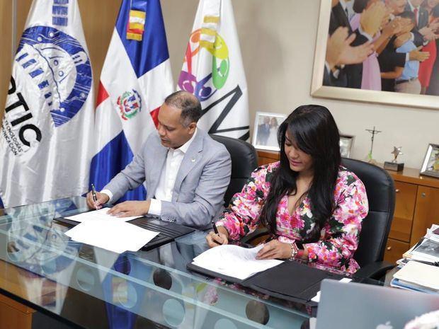 Minsiterio de la Juventud y Optic firman acuerdo para beneficio de becados