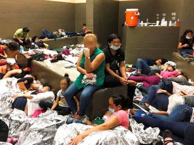 Un organismo de control reconoce el hacinamiento en los centros de migrantes en EE.UU.