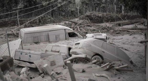 Aumentan a 65 los muertos por potente erupción del volcán de Fuego en Guatemala