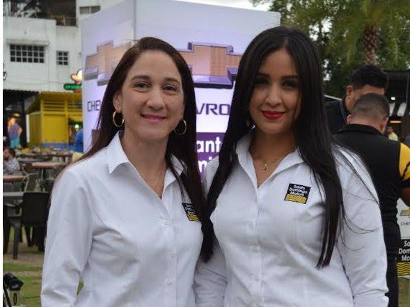 Carla Candelario y Liani Reyes.