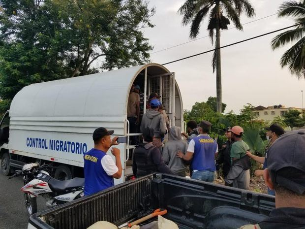 La Dirección General de Migración (DGM) repatrió a mil 138 nacionales haitianos de mil 343 detenidos.