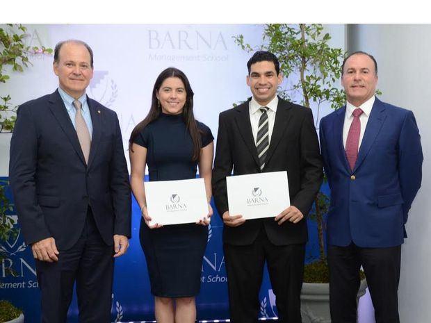 """Barna Management School hace entrega de """"Becas a la Excelencia"""" como parte de su compromiso social"""