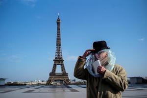 La Torre Eiffel rendirá homenaje a los 'héroes' que luchan contra el COVID-19.