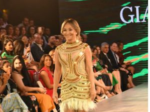 Yolandita Monge durante su participación en estelar en el desfile de Gianina Azar.
