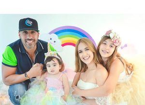 Johel López junto a su familia.