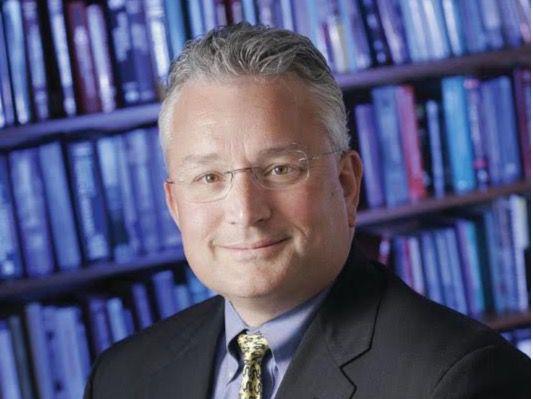 Dr. Owen Montgomery, ex Pte. Sociedad Obstetricia de Filadelfia.