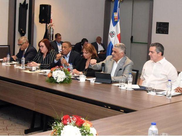 Miguel Vargas encabeza reunión con dirigentes del PRD de siete provincias del Cibao