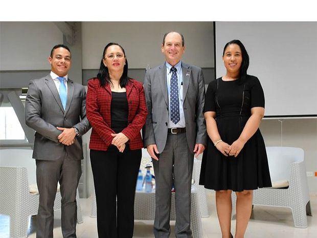 Embajador de Israel comparte con adultos mayores en Conape Ciudad Juan Bosh