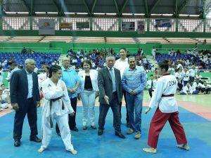 Otras atletas que participan en esta Copa de Taekwondo.