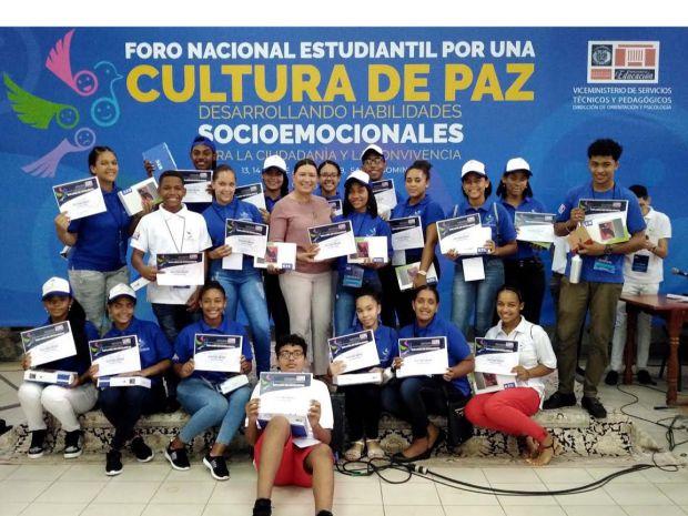 En este foro participaron 360 estudiantes meritorios del nivel de Secundaria de 18 regionales educativas.