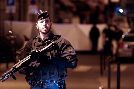 Un hombre armado con un cuchillo mata a una persona y hiere a cuatro en París