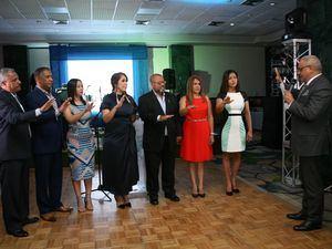 Alexis Beltré, presidente de Acroarte, presta juramento a la directiva de la filial Santiago.