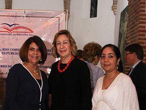 Violeta Morales, Julia Álvarez de Simó y Sabrina Morales.