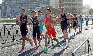 Varios atletas de triatlón participan en la Copa Panamericana de Triatlón, este domingo en La Habana (Cuba).