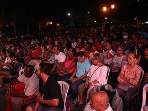 Una vista general de la presencia del público durante la presentación del ''Tercer Encuentro de Cofradías'' y Primer Festival Internacional de Folklore Areito''.