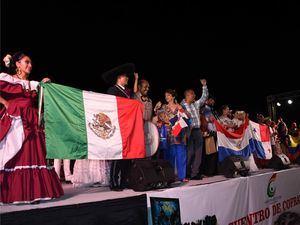 Luego de concluido el evento cultural, un momento inolvidable momento de la despedida de las delegaciones  de los países Colombia, Panamá, Paraguay y México.