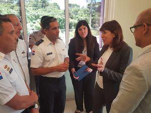 Robin Bernstein junto a Cuerpo Especializado de Seguridad Turística (CESTUR) en Bávaro.
