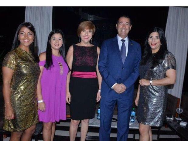 Yikaury María, Jacqueline Ho, Theresa Sullivan, Juan Martín De Oliva y Michelle Rojas.