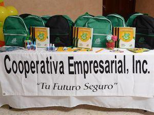 Parte de los útiles didácticos donados por la Cooperativa Empresarial en el inicio del año lectivo 2019-2020, en el marco de su Programa de Apoyo a la Educación.