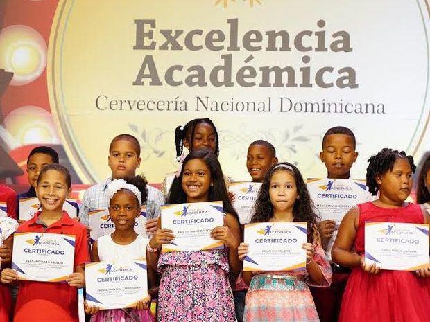Cervecería Nacional Dominicana (CND) celebró recientemente la vigésimo cuarta edición de su Reconocimiento a la Excelencia Académica, donde distinguieron a 650 hijos de sus colaboradores.