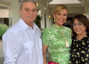 Dr. Tommy Senior  y María Eugenia Mañón.