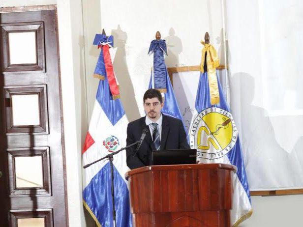 La conferencia fue dictada por el Licenciado Chrystiam Sorondo, Coordinador de Microbiología de Amadita Laboratorio Clínico.