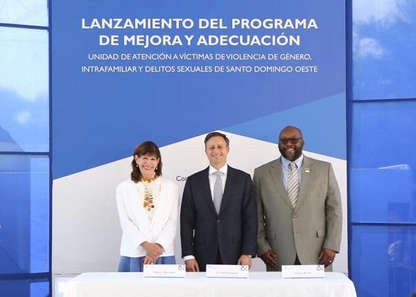 Robin S. Bernstein y Jean Rodríguez  en el acto de lanzamiento del programa