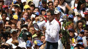 Guaidó habla a sus simpatizantes durante la manifestación de este sábado en Caracas.