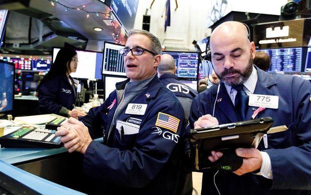 Quince minutos después del inicio de las operaciones, el Dow Jones subía 60,83 puntos, hasta 26.901,23, apoyado en el alza del 3,28 % que registraban las acciones de Pfizer, uno de sus treinta componentes.