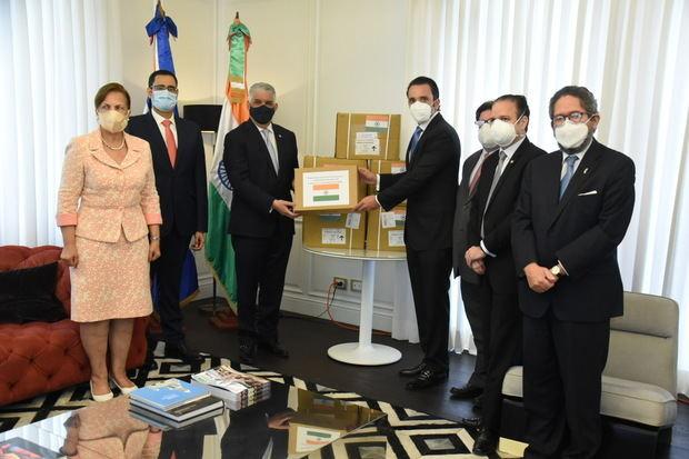 La India dona medicamentos y equipos para combatir el coronavirus