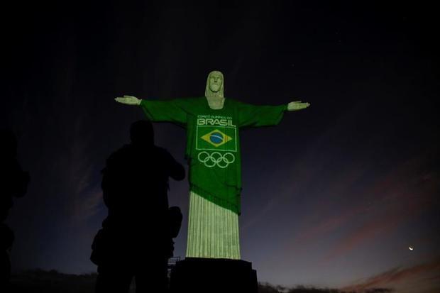 El Cristo Redentor se tiñe de verde y amarillo a cien días de Tokio 2020